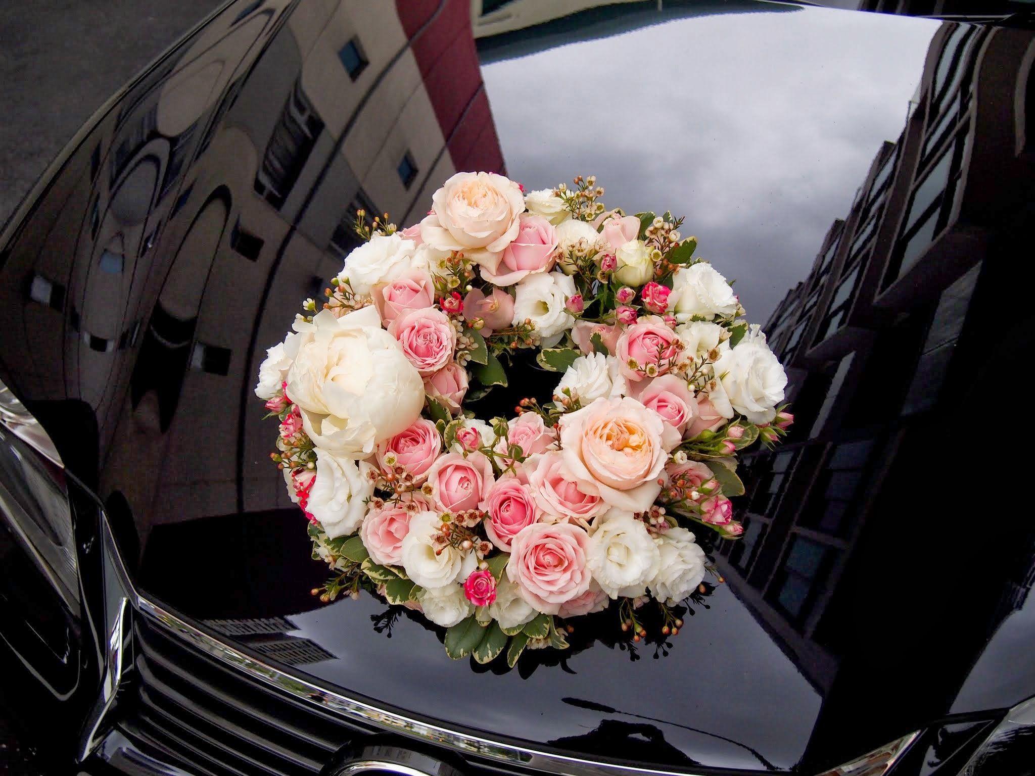 Design of bridal car - Wedding Bridal Car Ride David Austin Keira Roses Peonies Spray Roses In Wreath