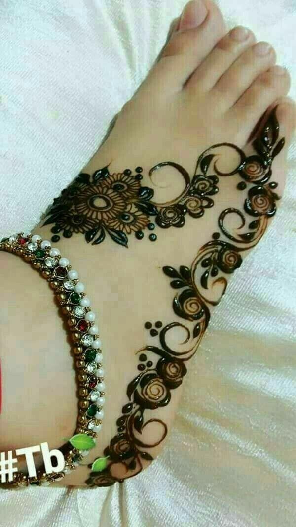 pingl par sadaf akhtar sur foot henna pinterest henn mehndi designs et mehndi. Black Bedroom Furniture Sets. Home Design Ideas