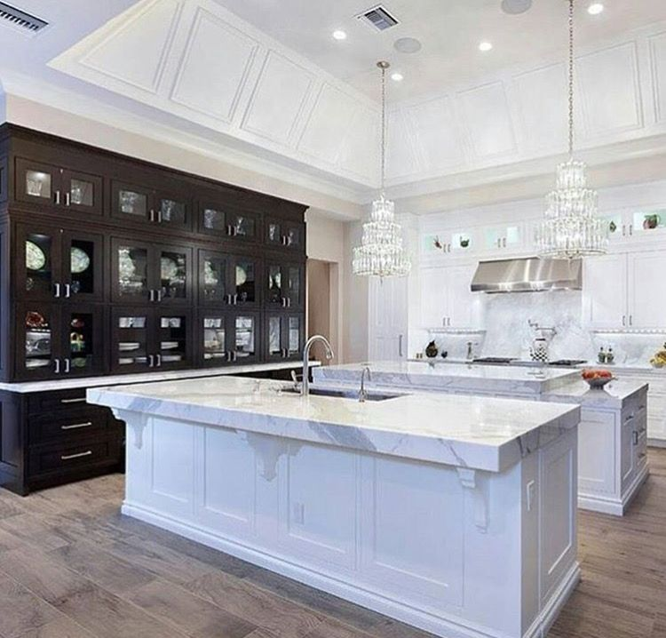 Seriously The Most Glamorous Exquisite Kitchen I Have Seen For Quite Awhile Total Gorgeousness Luxury Kitchen Design Luxury Kitchens Mansion Kitchen