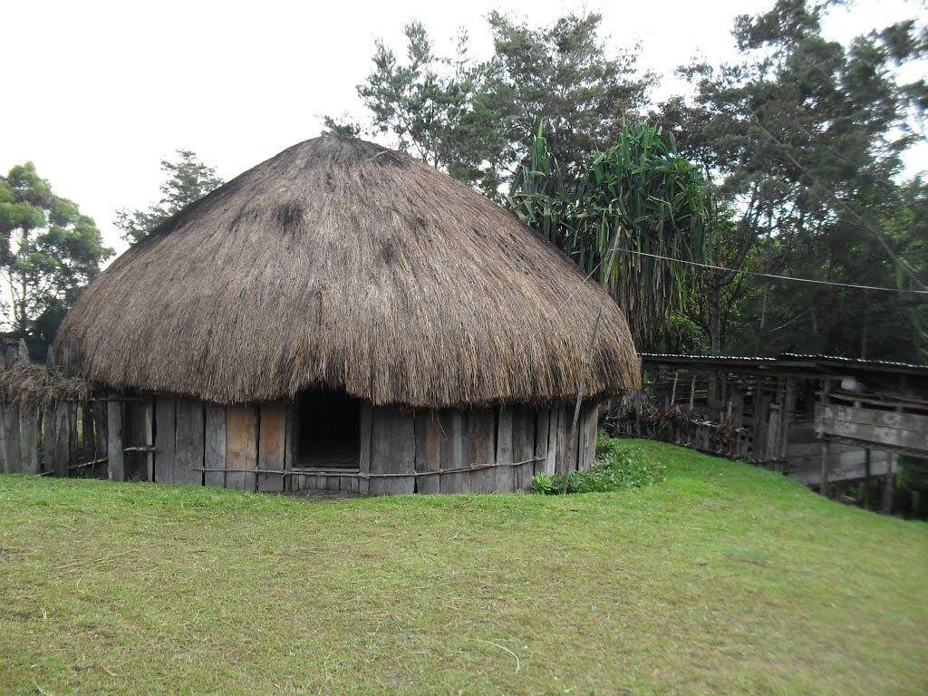Gambar Rumah Adat Sulawesi Tenggara