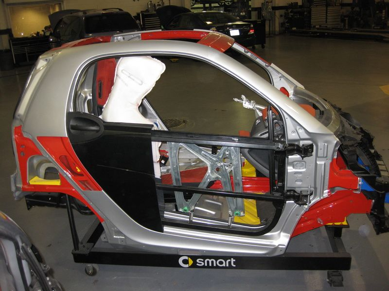 Smart Car S Smart Fortwo And It S Safety Cell Coches