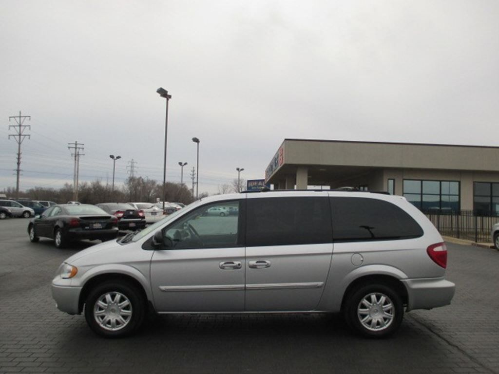 Used 2005 Chrysler Town & Country for sale in Decatur IL