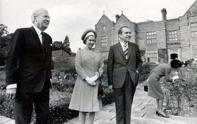 President Richard Nixon with Queen Elizabeth II and PM at Chequers Photo Print