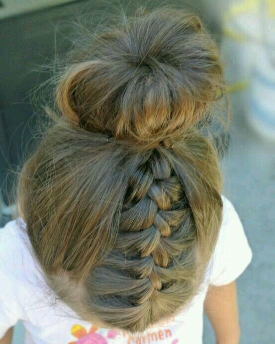 Braid And Messy Top Knot Bun Hair Style G Frisuren Niedliche Frisuren Frisuren Fur Kleine Madchen