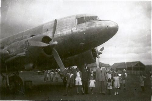 Jacarezinho com amor - UOL Fotoblog - Avião Pousado no Antigo Aeroporto de Jacarezinho - 1950