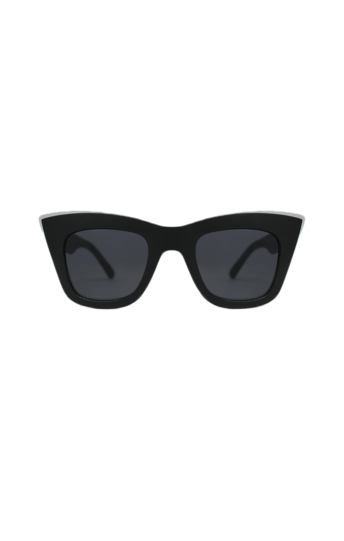 Markante Brille aus dem Hause Quay. Der große Rahmen bekommt durch ...