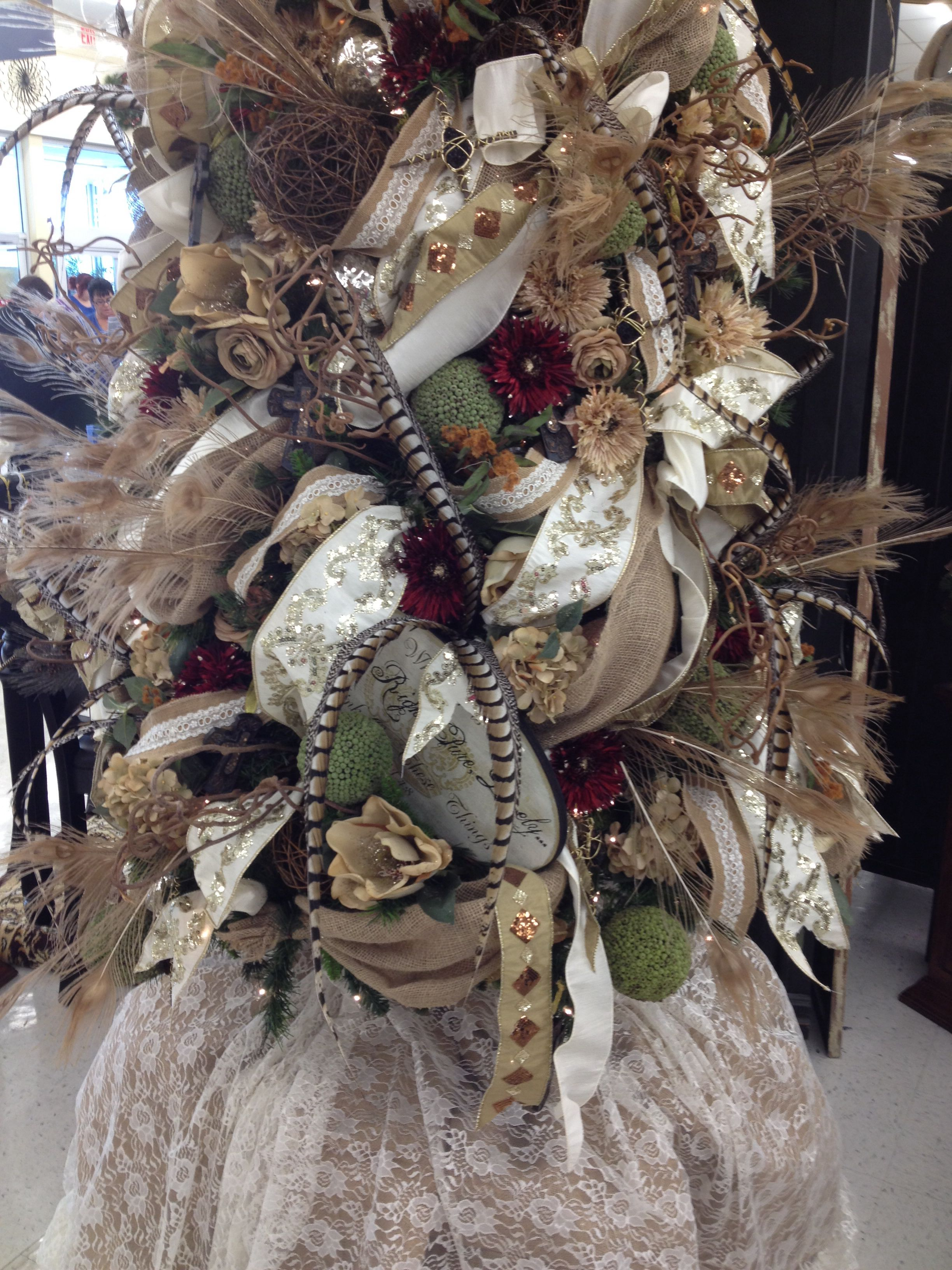Beautiful Christmas tree decorations.  Feathers, burlap, lace, oh my!