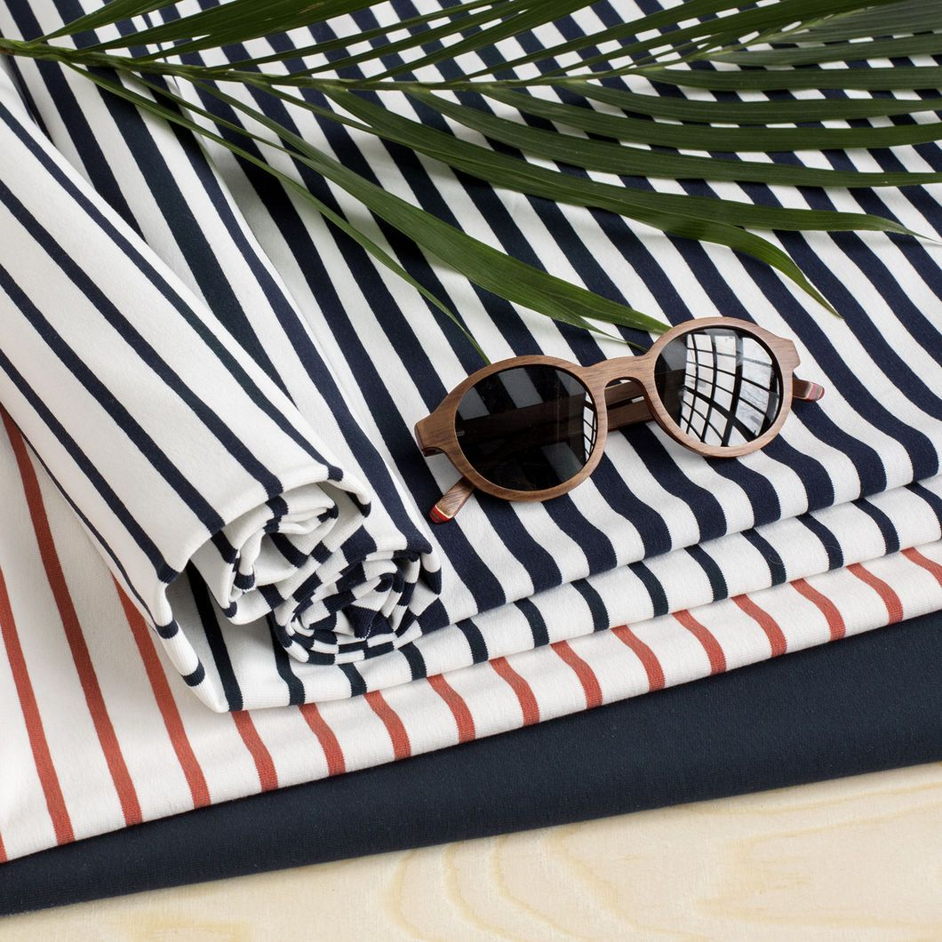 Raita joustocollege, vanilja - navy   Get inspired by new NOSH fabrics for Spring 2017! Discover new colors, prints and quality organic cotton. Shop new fabrics at en.nosh.fi