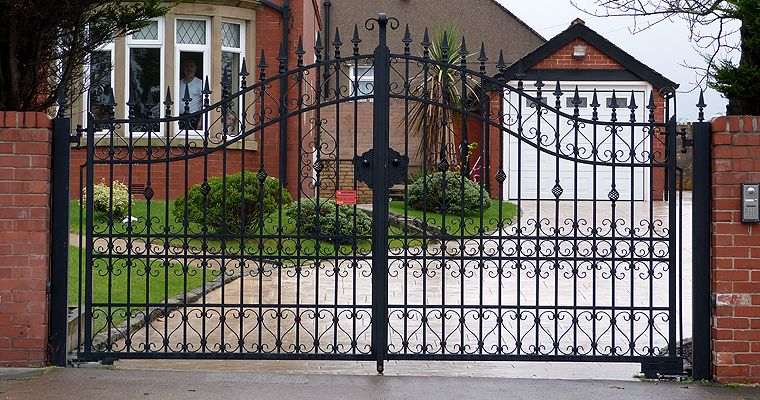 Best gates for the drive way pictures metal gates for Aluminum gates for driveways