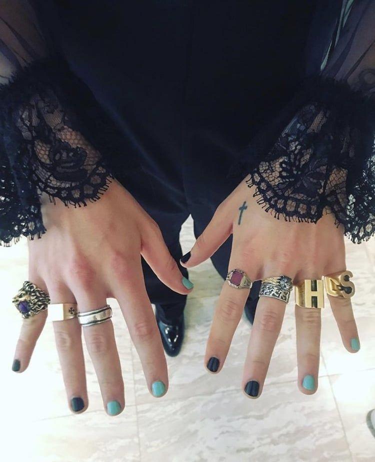 Harry Styles Nails Art Girl Polish Cute Makeup In 2020 Harry Styles Hands Harry Styles Fashion Nails
