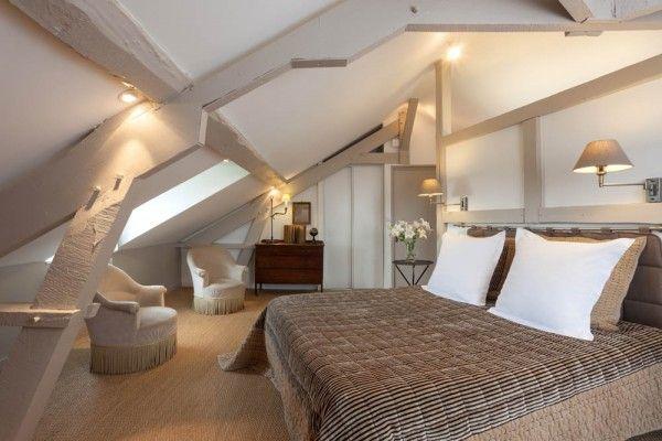 Combles rénovés pour chambres chic Grand lit, Les combles et Combles