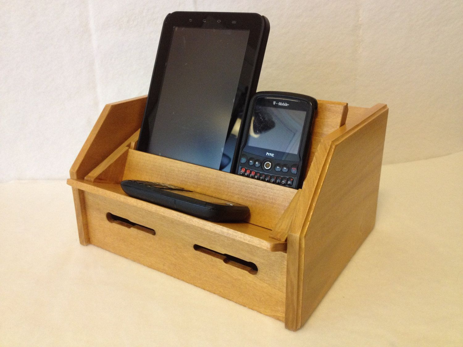 Gift Under 50 Cell Phone Charging Station For Ipod Ipad Iphone And Many More Holds 3 D Cell Phone Charging Station Phone Charging Phone Charging Station