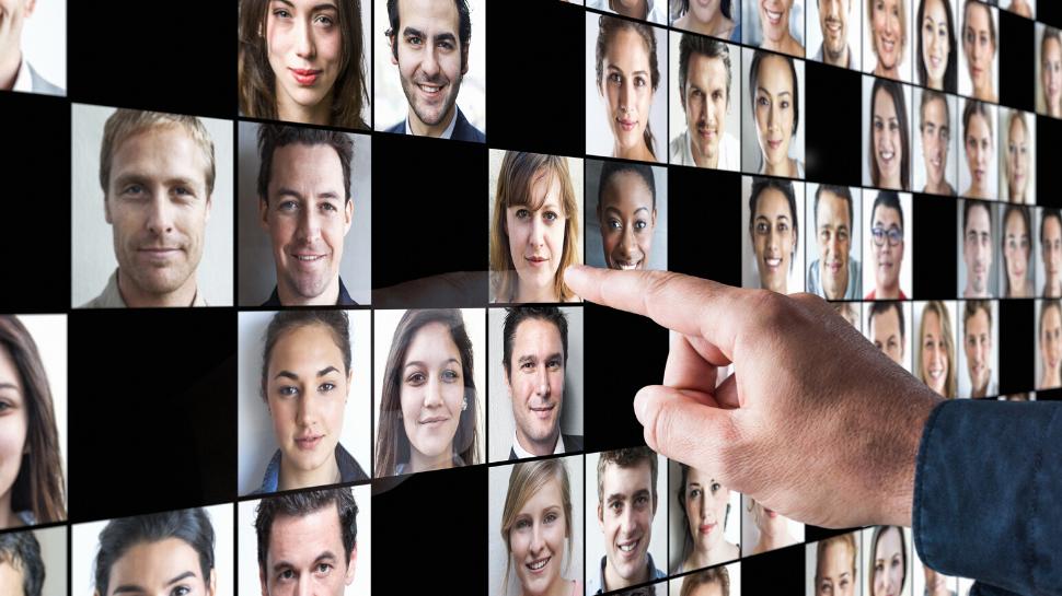 Linkedin L Etude Qui Prouve Qu Il Ne Faut Pas En Dire Trop Sur Votre Profil Les Echos Start Etude Profil Cv Type