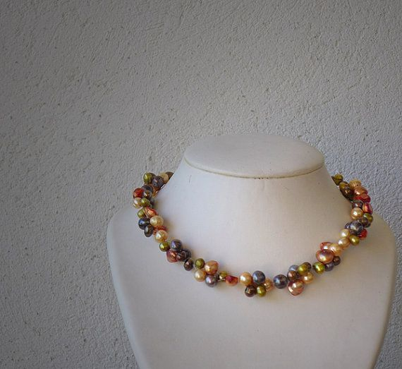 Necklace with mixed coloured freshwater pearls / door deBATjes