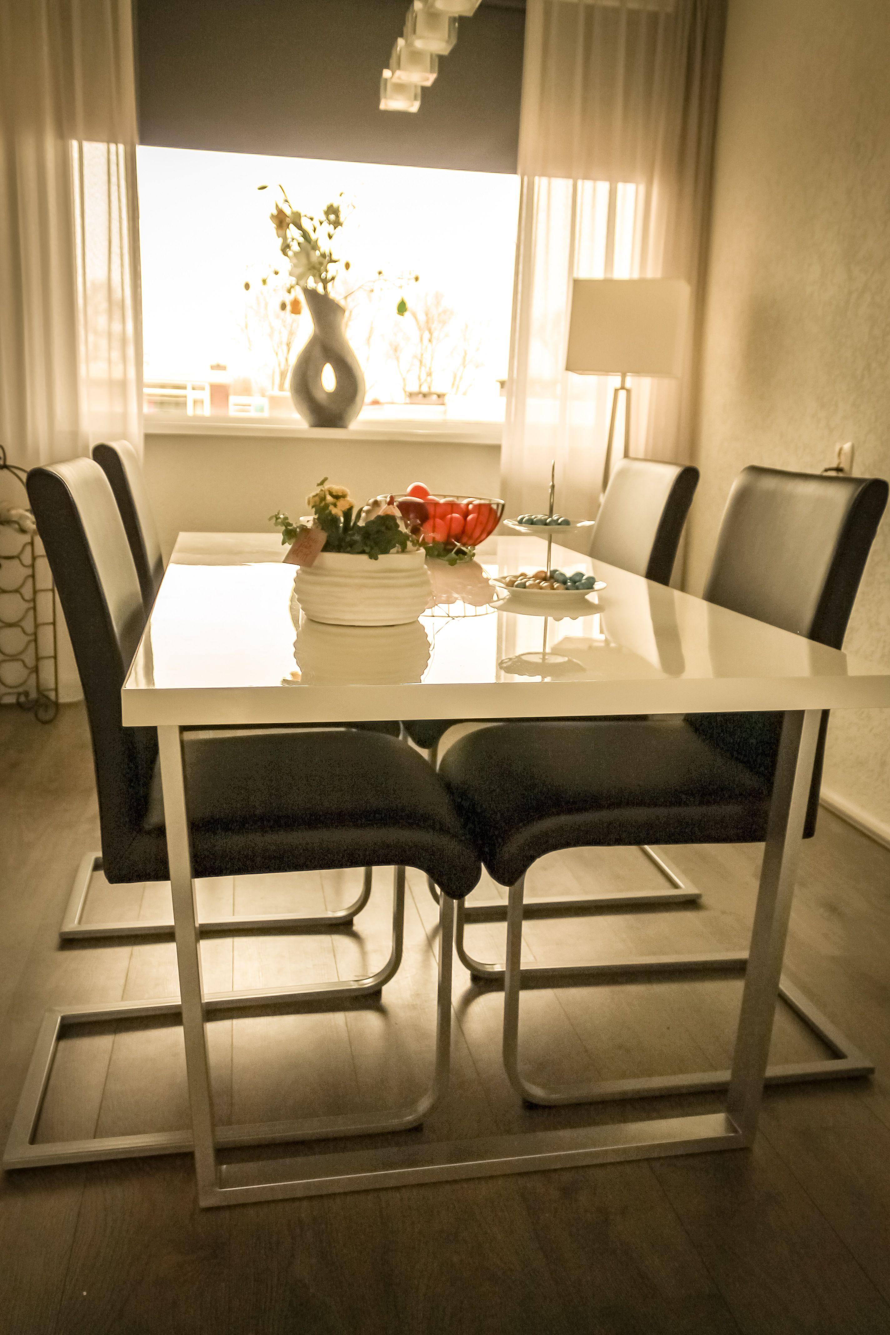Hoogglans Tafel Met Stoelen.Design Dining Room Hoogglans Witte Tafel Met Zwart Lederen