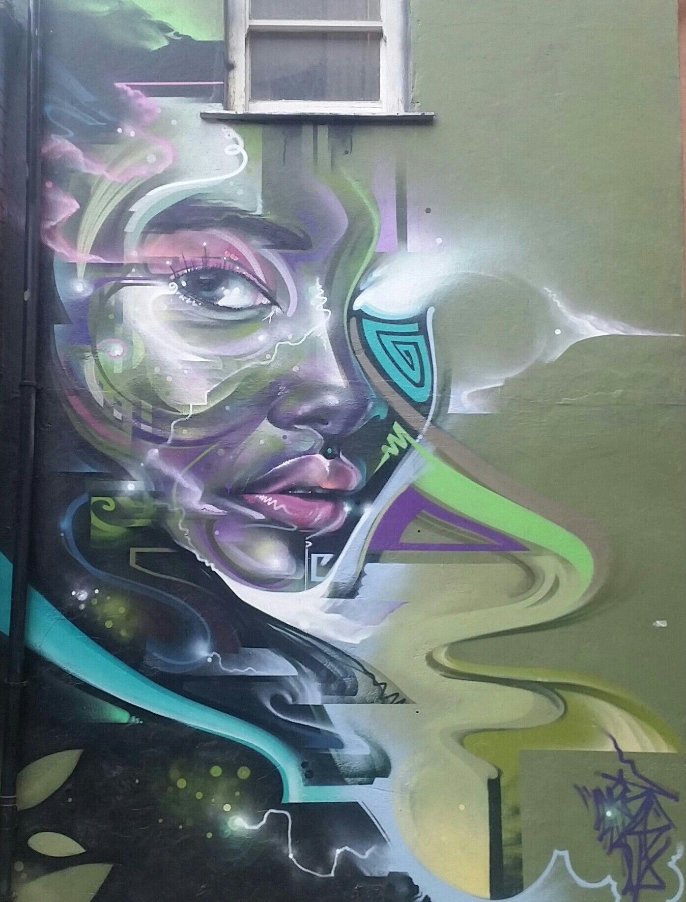 Ruta grafitera de Shoreditch  mujer Cibernetica, by MRCENZONE.