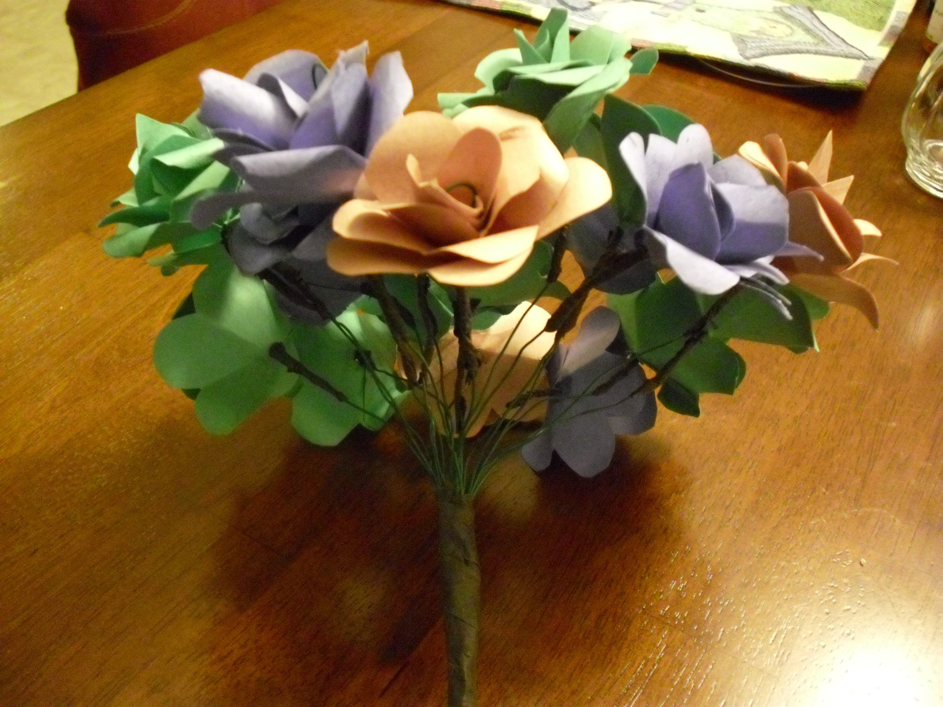 How to Make Paper Flowers with Construction Paper #constructionpaperflowers How to Make Paper Flowers with Construction Paper #constructionpaperflowers