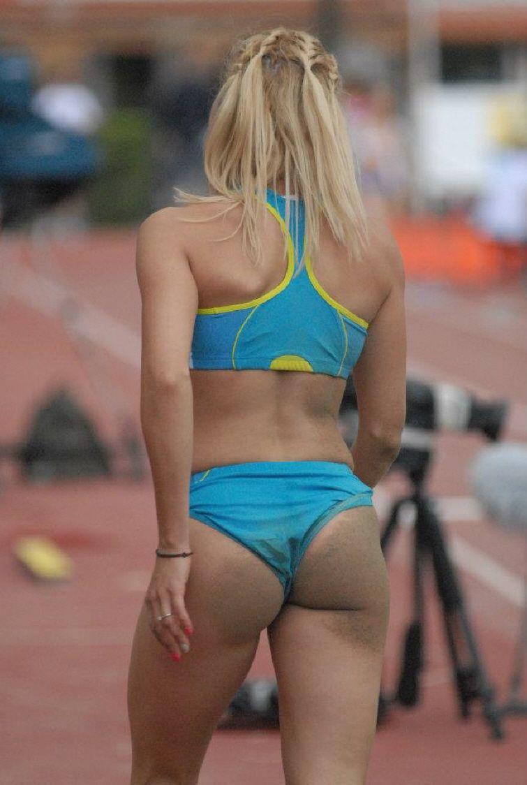 Runners ass in yoga pants 4