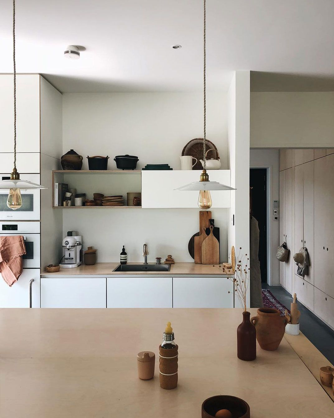 Minimalist Modern Kitchen With Ceramic Goods Sfgirlbybay Minimalist Modern Kitchens Scandinavian Home My Scandinavian Home