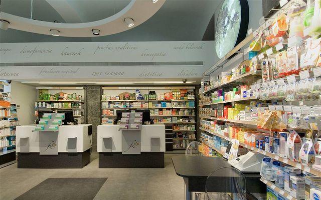 3 Farmacia Zubia Pharmacy Design Pharmacy Pharmacy Store