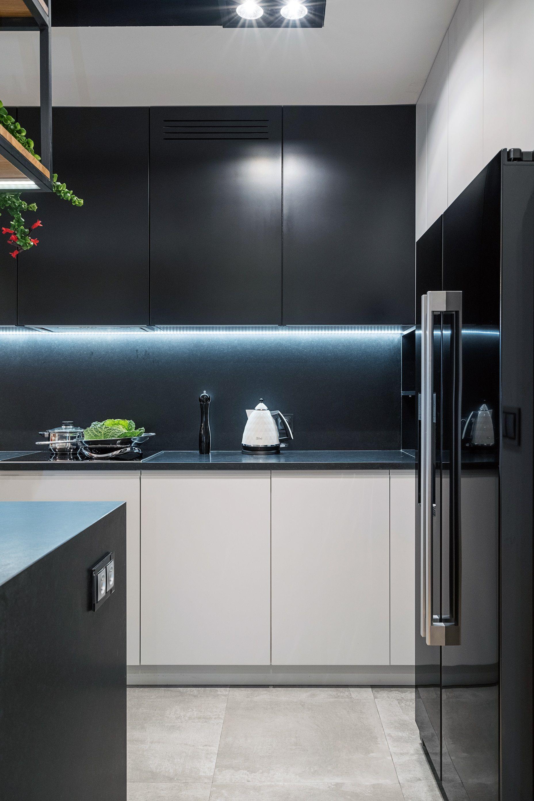 Spojna Calosc Udalo Sie Uzyskac Dzieki Agd W Kolorze Blatow I Gornych Szafek Kuchnia Aranzacja Inspiracje Design Kitchen Home Decor Home Decor