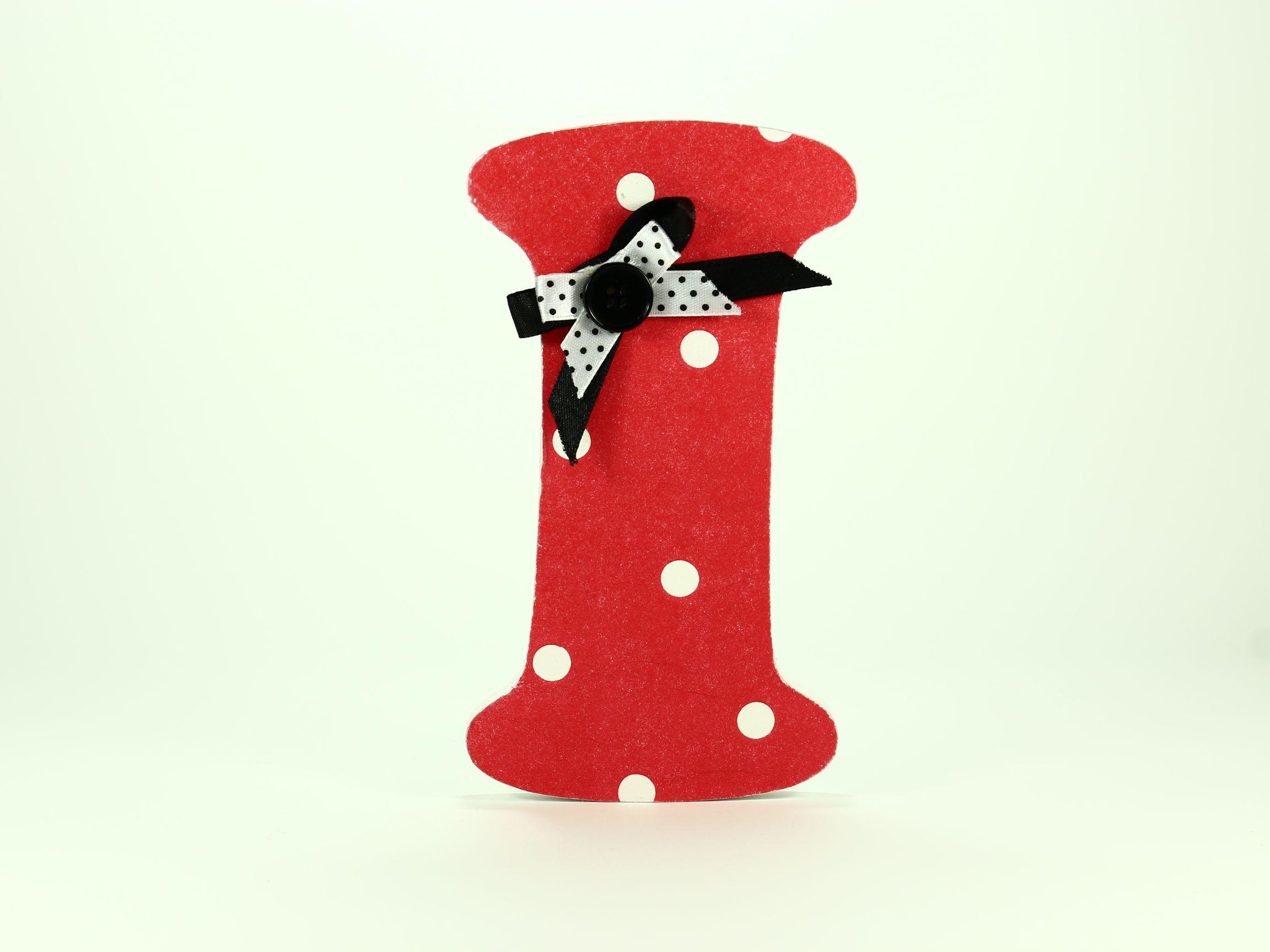 Letras de madera decoradas con lunares y lacito negro y blanco dormitorios infantiles pinterest - Letras decoradas infantiles ...