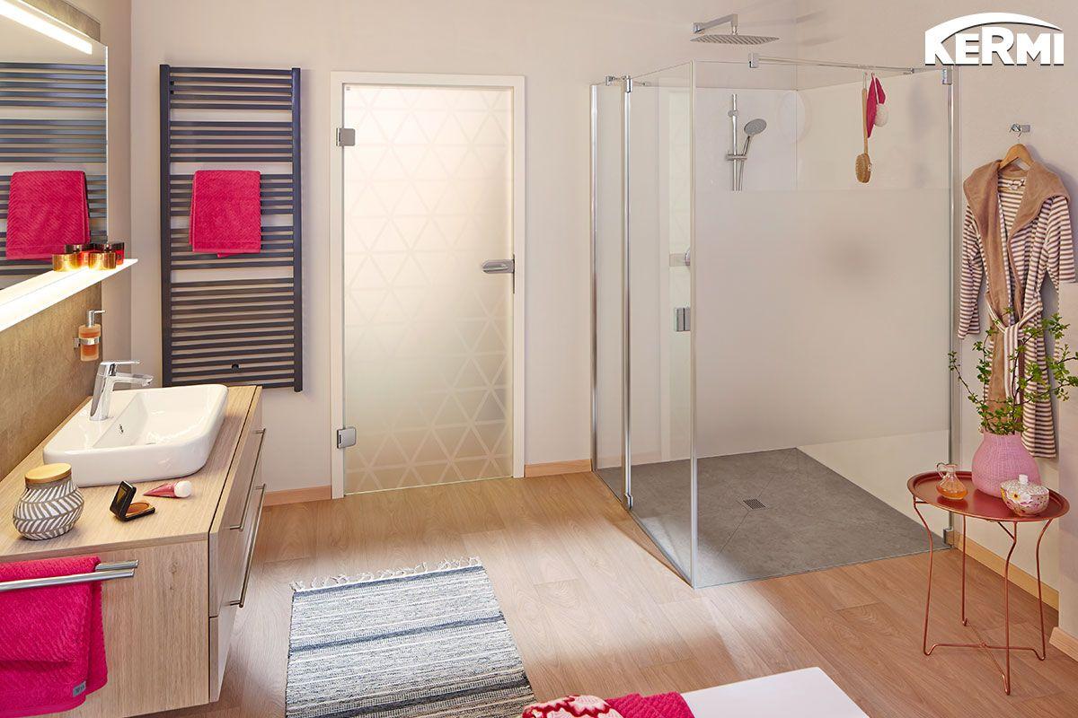 Das Badezimmer Nimmt Mit Unserer Duschkabine Raya Pendeltur Dem Point Duschplatz Sowie Unserem Bad Und De Duschkabine Design Heizkorper Zuhause