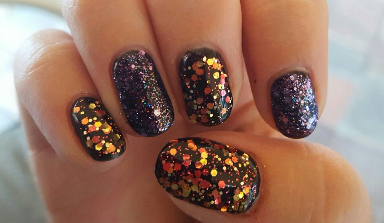 Halloween nails Black polish covered with alternating ...