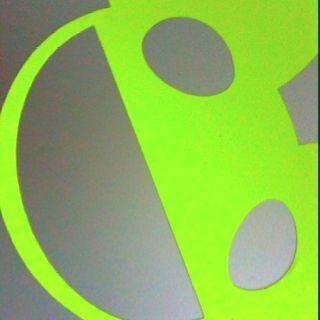 Deadmau5 sticker on my mac! Looks proper sick!