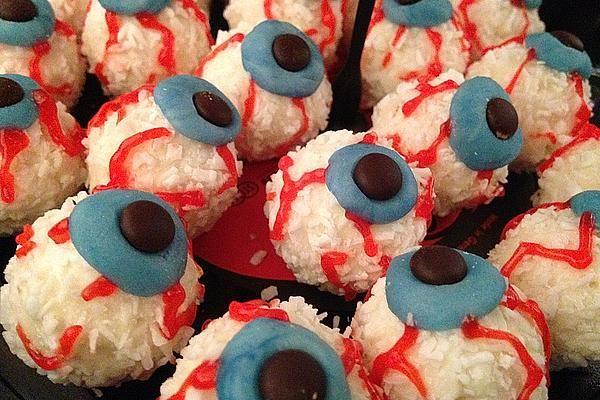 Halloween Raffaello Augen von Bravo15 | Chefkoch #halloweenfood