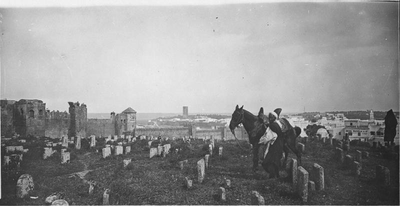 Rabat  Tour Hassan   Panorama pris du cimetière arabe avec la ville à droite, la Tour Hassan au centre et les remparts de la kasba à gauche    1916.05.11