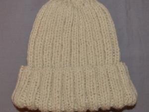 d60ea8e3ab87 Un bonnet en tricot facile, spécial débutante (patron offert) - par  destricotstresmimie