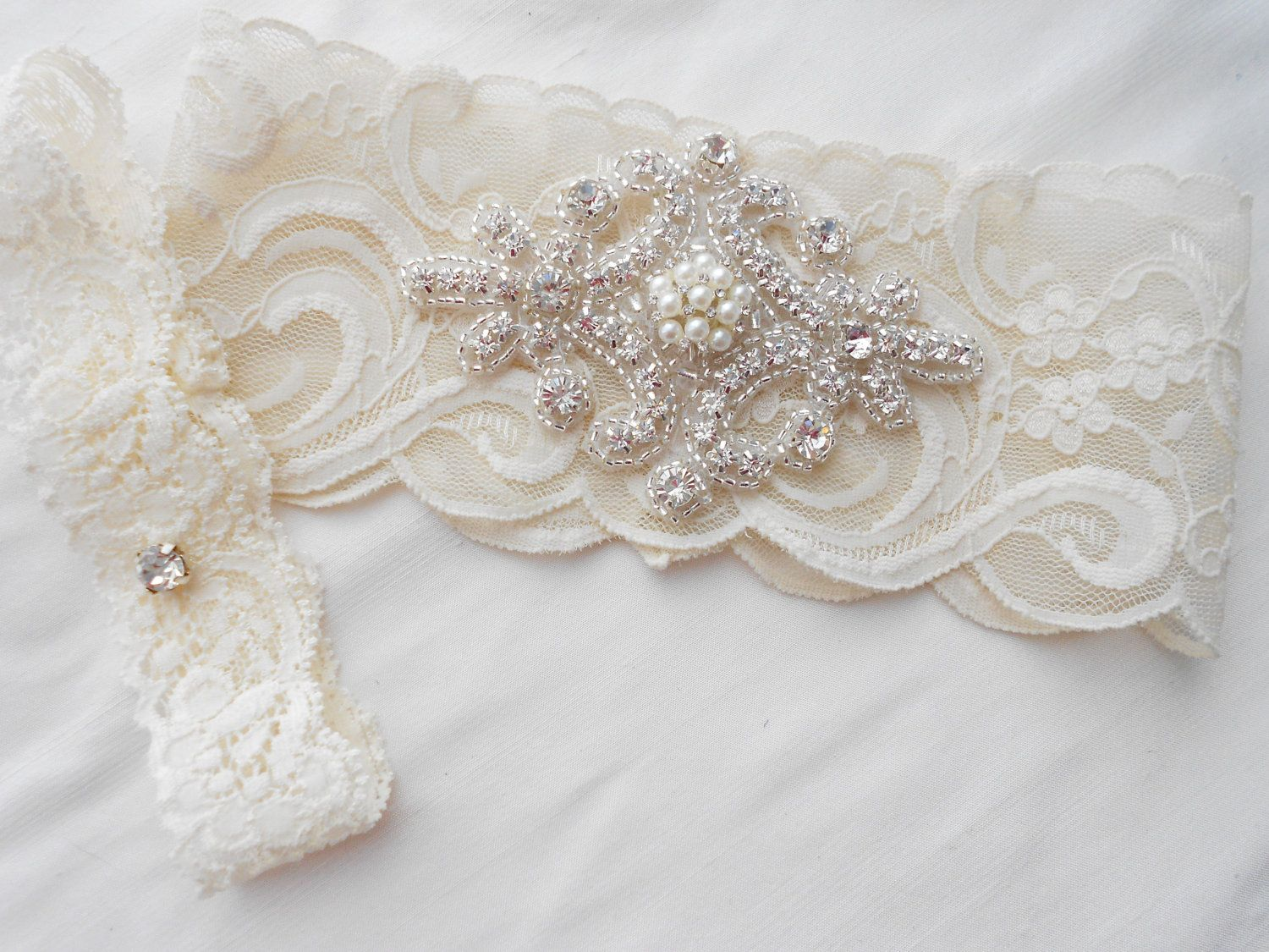 Wedding Garter Set Ivory Stretch Lace Bridal With Classic Pearls And Rhinestones