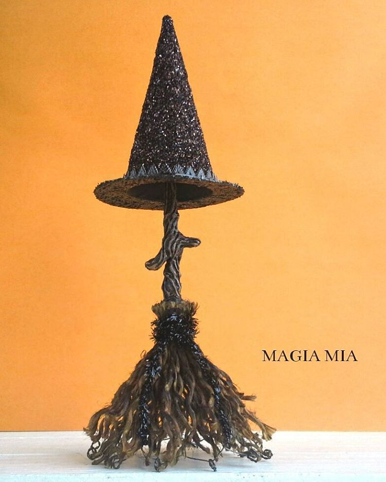 Magia Mia: Tabletop Witchu0027s Hat W/ Broomstick That Doubles As A Hat Stand.