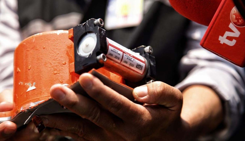 Indonesia Encuentra La Caja Negra Del Avión Accidentado Con 189 Ocupantes Cajas Caja Negra Indonesia
