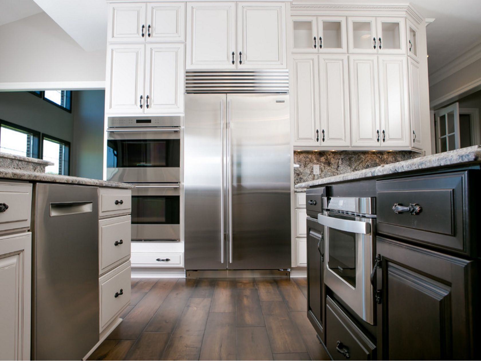 Contrasting Cabinet Finish Kitchen Styling Home Kitchen Cabinets