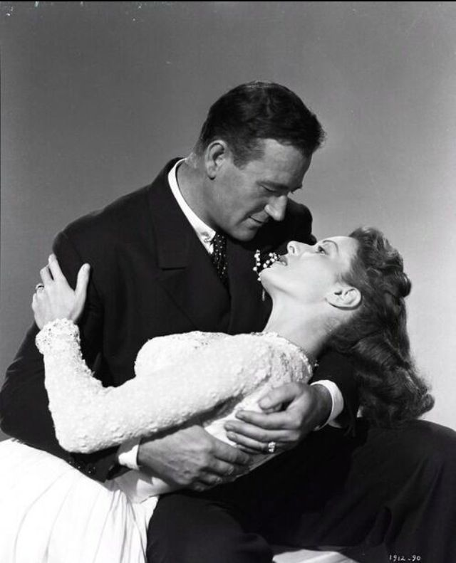 john wayne maureen o 39 hara portraits a deux pinterest cin ma drame romantique et com die. Black Bedroom Furniture Sets. Home Design Ideas