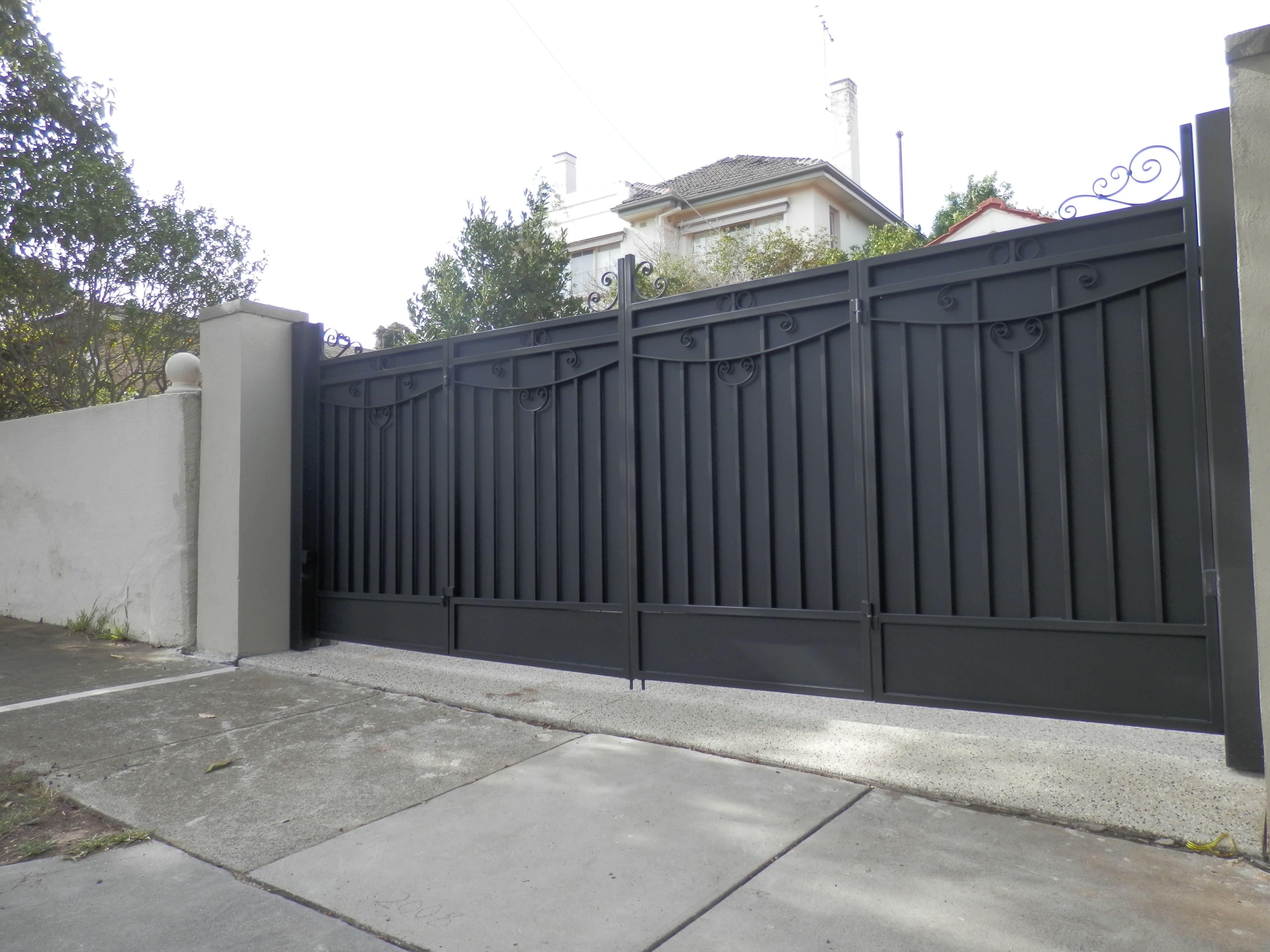 Bi Fold Trackless Automatic Gates The Motorised Gate