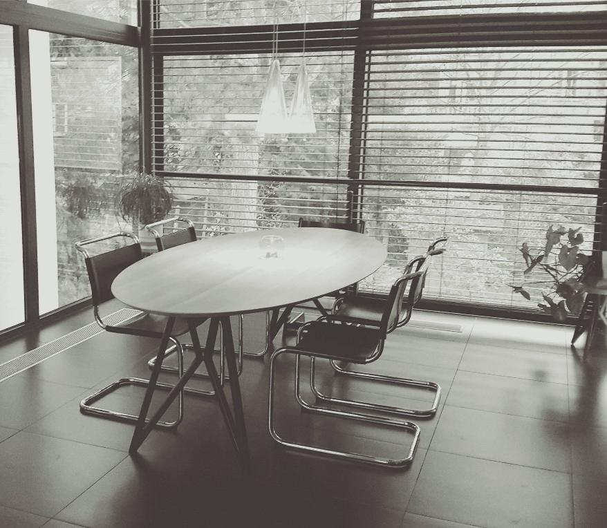 studio h k design eettafels stoelen kasten barkrukken krukken