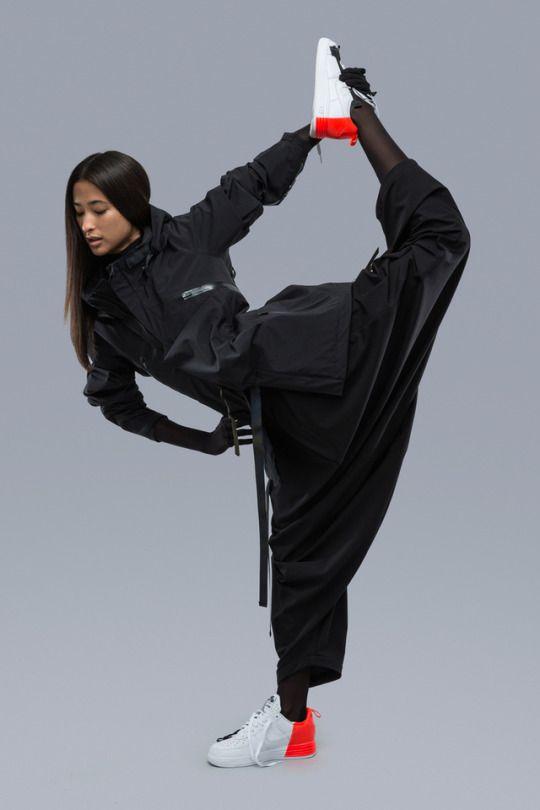 Pin Von Benjoni7 Auf Photo Cyberpunk Mode Futuristische Mode Femininer Stil