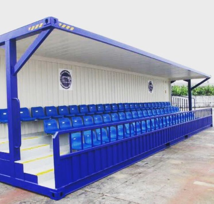 Shipping container seating for a crown watching sport or for Maison container maritime