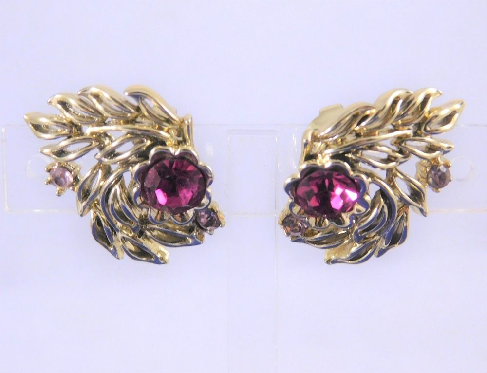 Vintage Cora Signed clip on earrings