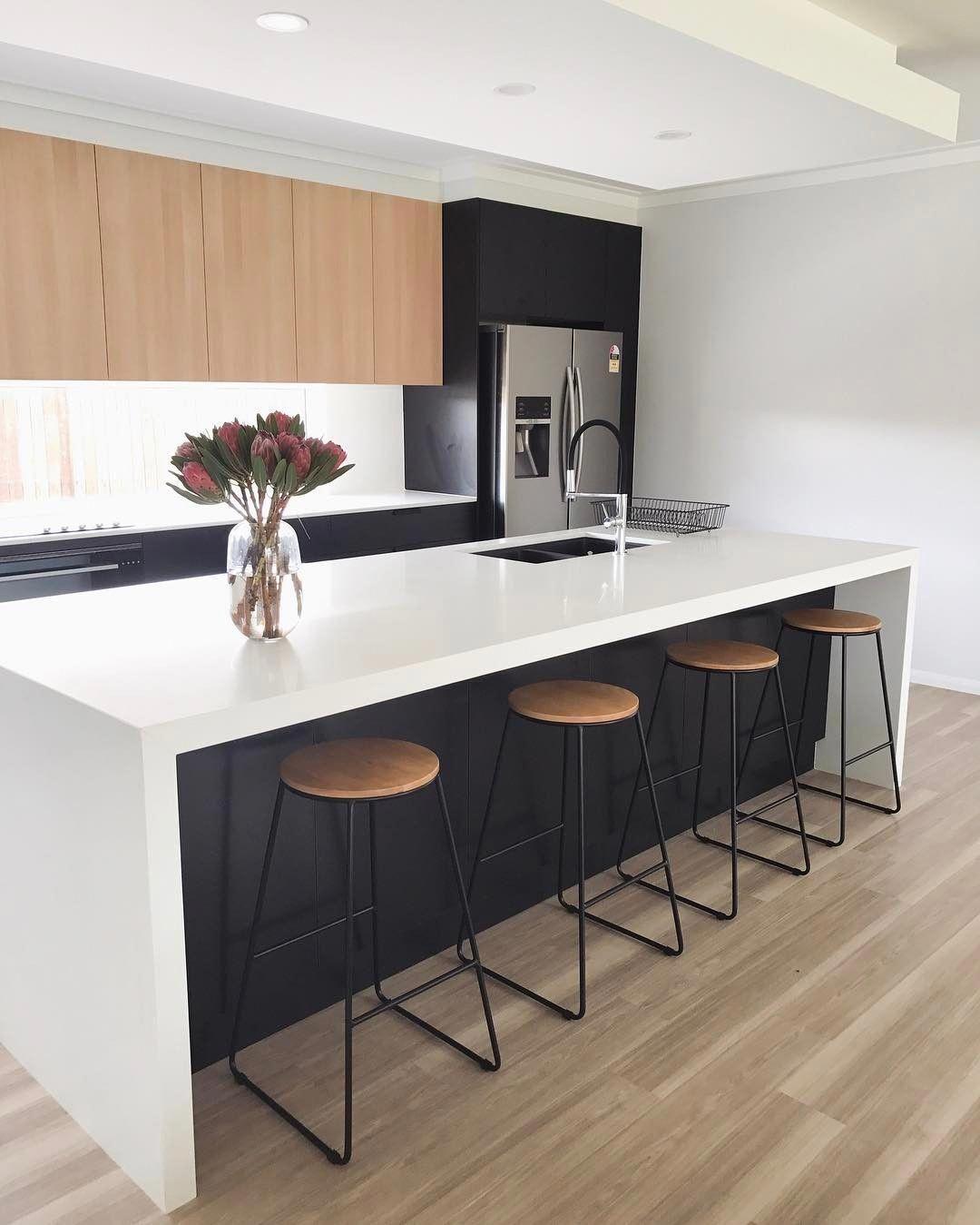Minimalistkitchen Interior Design: 68 Premium Large Modern Eat-In Kitchen With An Island