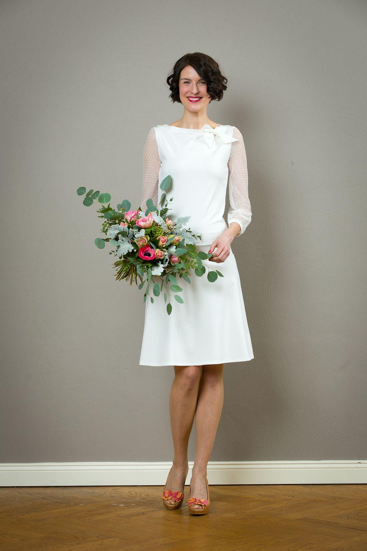 Fur Das Standesamt Ein Elegantes Und Dennoch Sehr Bequemes Hochzeitskleid Aus Etwas Festerem L Zierliche Brautkleider Modernes Hochzeitskleid Brautkleid Kurz