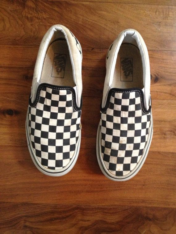 vintage checkered classic Vans slip on skate shoes