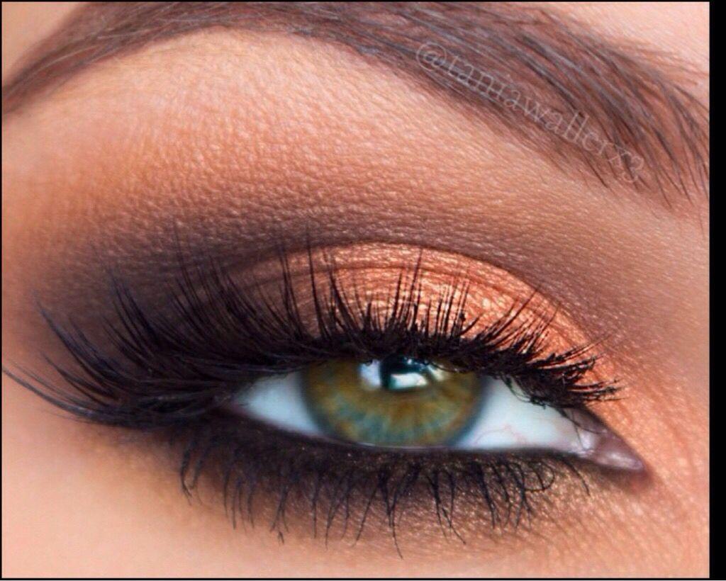 фото лучших цветов теней для зеленых глаз черно-белых