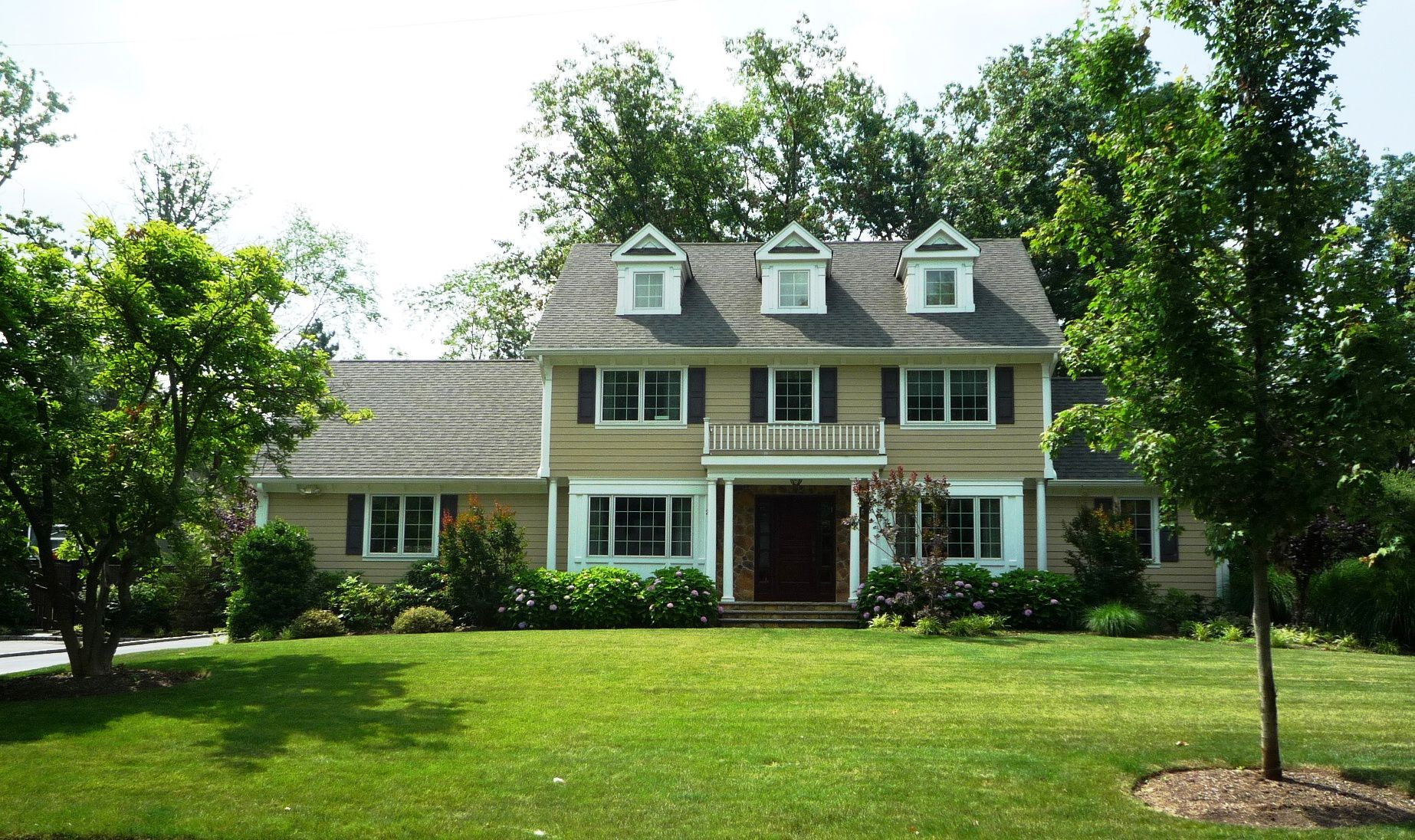 Simple beautiful colonial homes placement home building for Colonial home builders