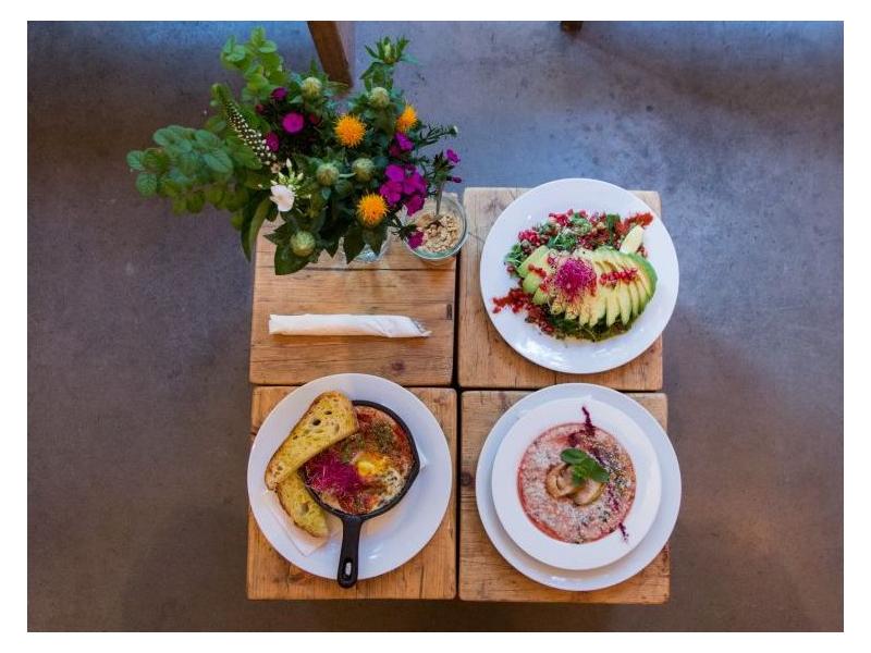 Friedrichshain - Das Frühstück scheint des Friedrichshainers liebste Mahlzeit zu sein. Dort kostet man vor allem das Wochenende in Cafés und gemütlichen Brunch-Restaurants aus, am liebsten den ganzen Tag lang. Hier sind unsere liebsten Frühstückscafés im Bezirk.