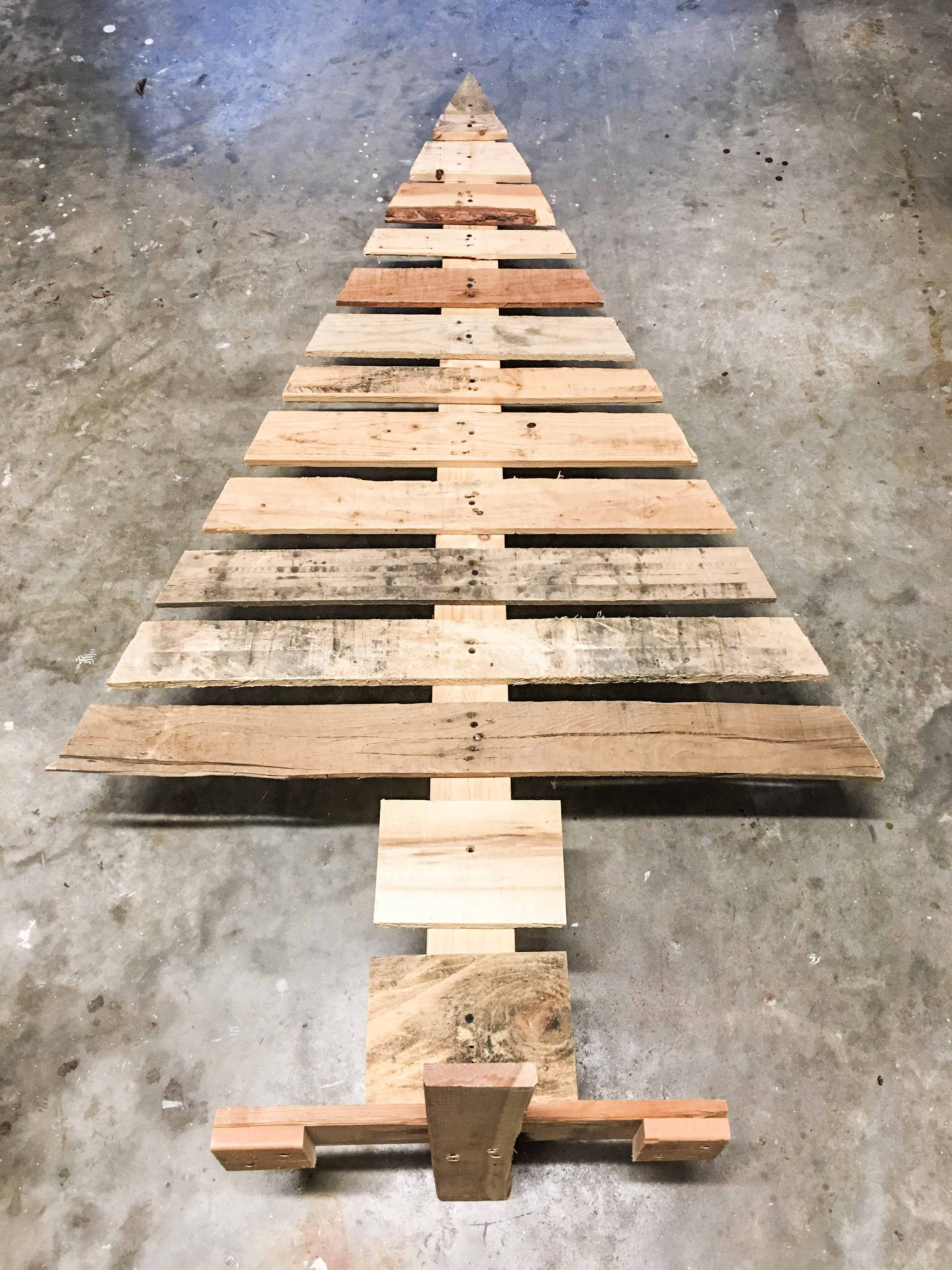 How to Build a DIY Pallet Christmas Tree - Building Our ...
