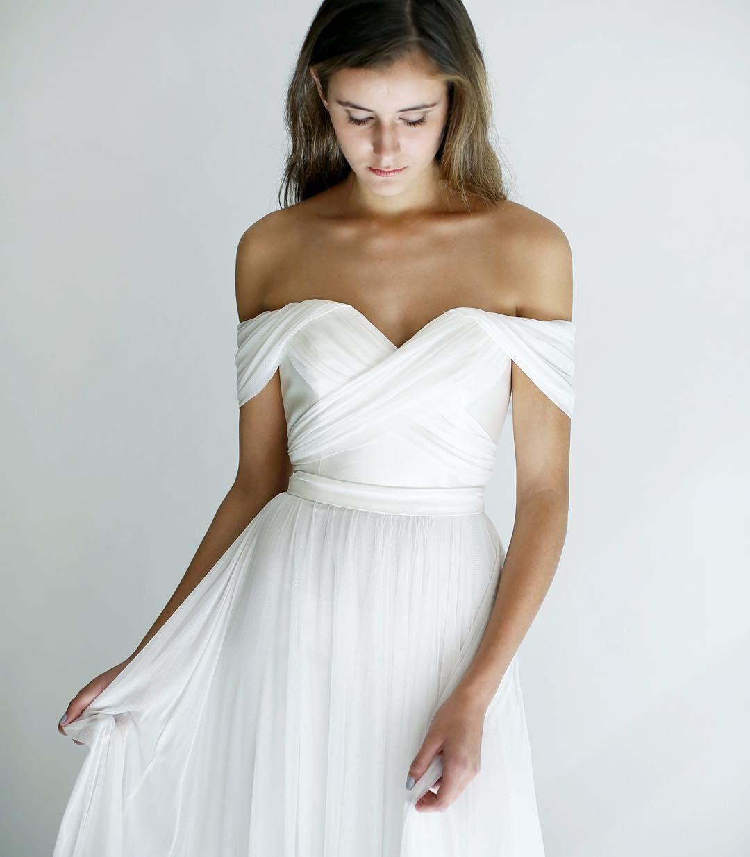 Simple off white wedding dresses   個讚 則留言  Instagram 上的 Leanne Marshall
